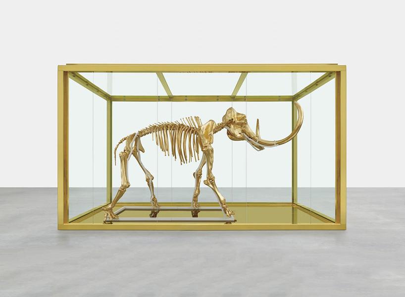 Subastan un Mamut de Oro de Damien Hirst por 11 millones de euros