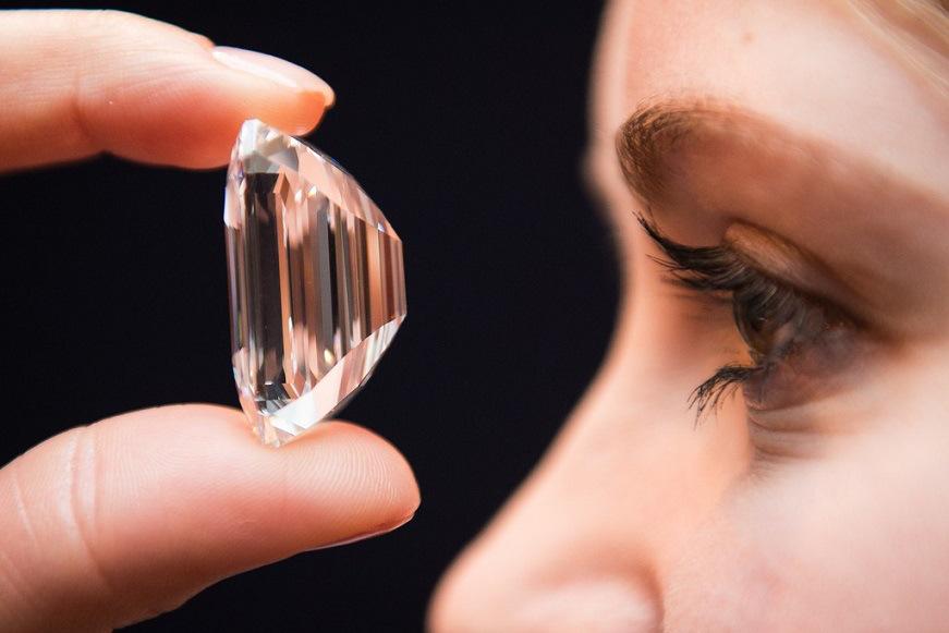 """Un Diamante """"Perfecto"""" de 100 Quilates fue subastado por 22 millones de dólares"""