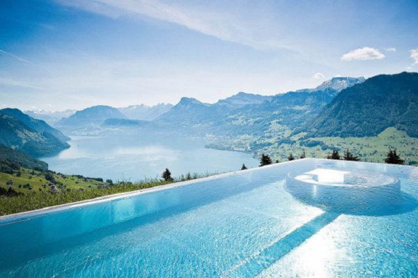 Conoce la espectacular piscina del Hotel Villa Honegg