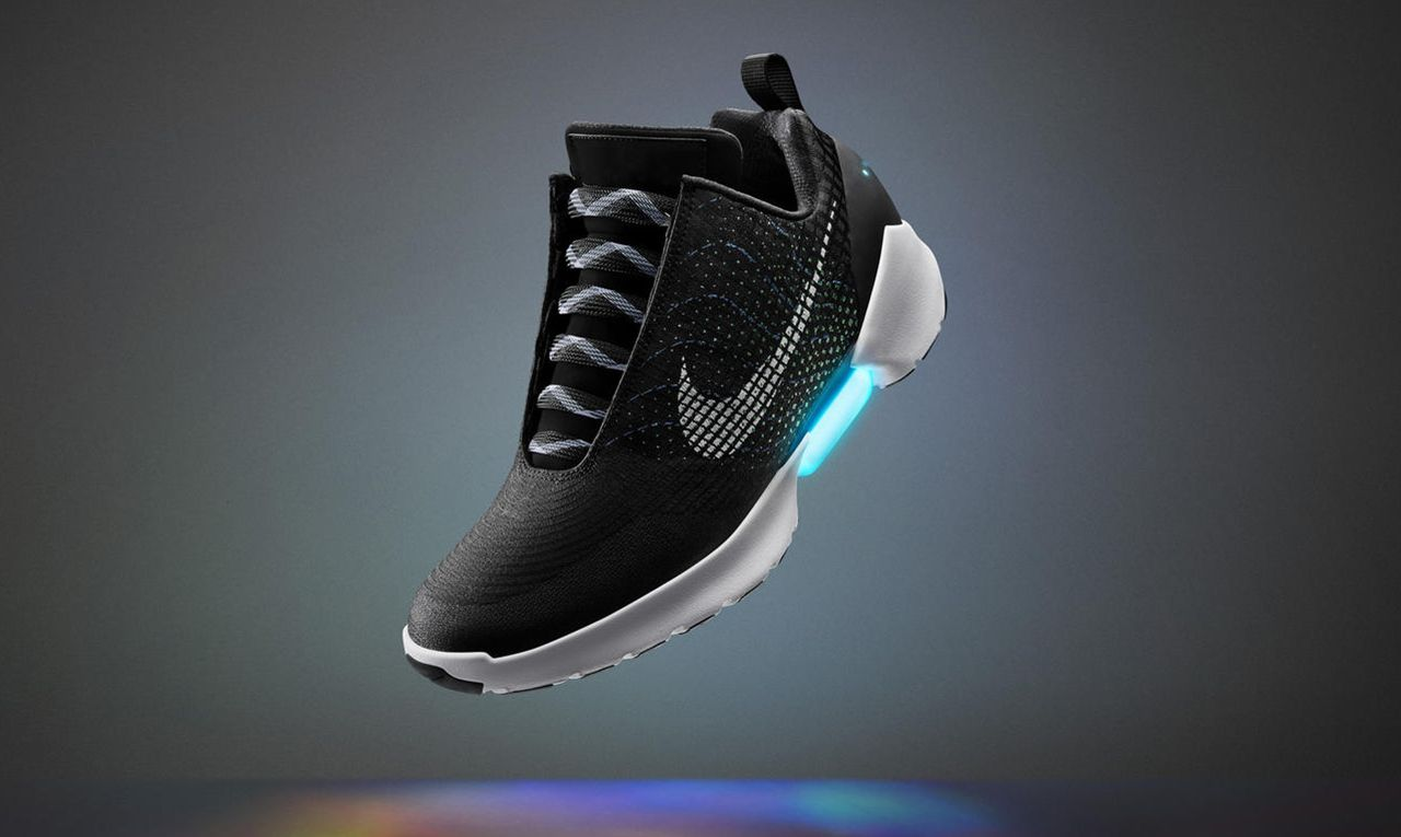 Ya están aquí las HyperAdapt 1.0: las zapatillas de Nike que se atan solas