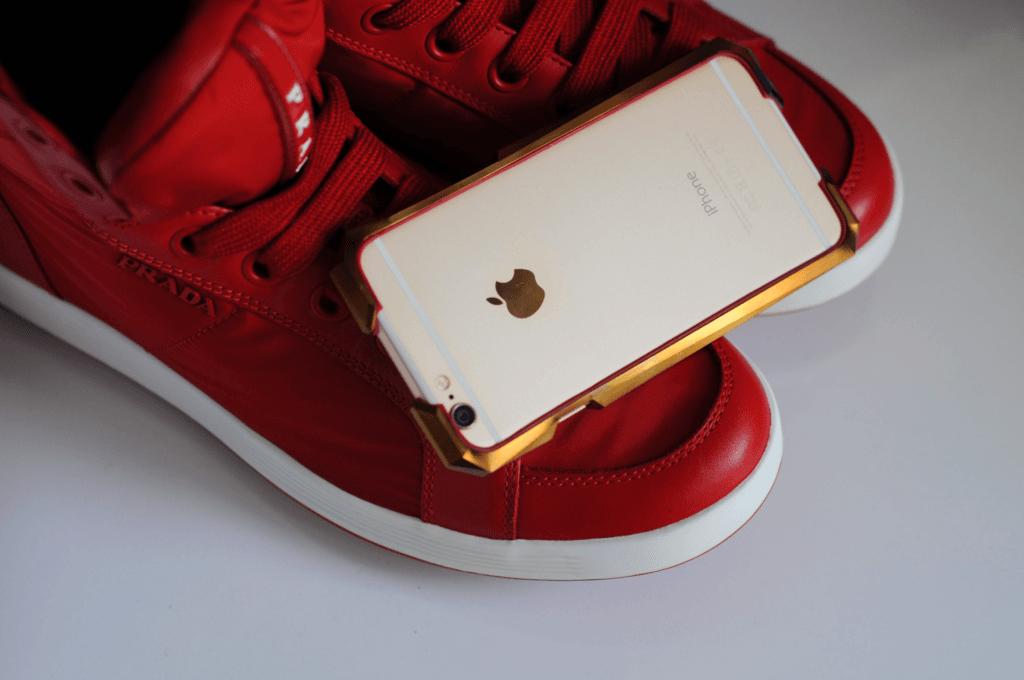 Cuida tu iPhone 7 con un lujoso marco protector de oro de 24 quilates